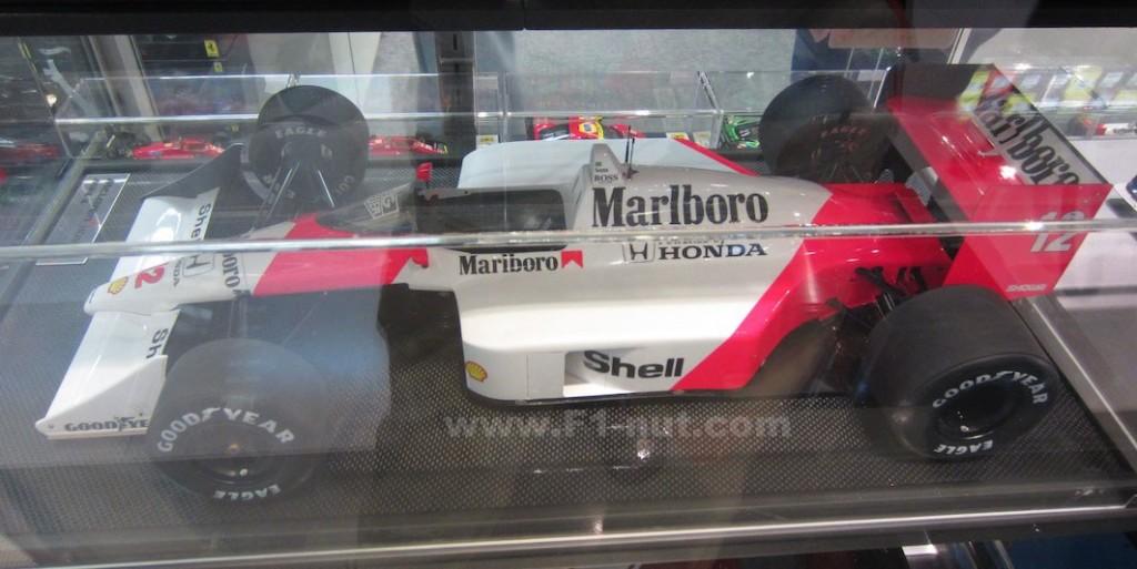 Amalgam F1 diecast 1:8 scale McLaren MP4/4 | F1-nut.com